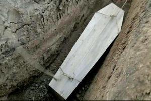 Десятки продырявленных гробов нашли местные жители под Киевом