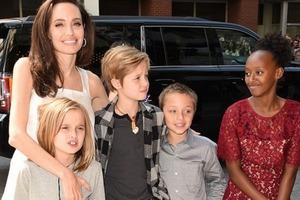 Уже вторая дочь Джоли и Питта ведет себя как мальчик