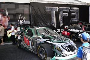 В компании автоботов: Юная девушка впервые в истории выиграла гонку NASCAR