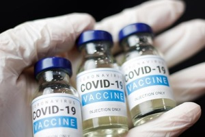 Вакцина от коронавирусной инфекции может появиться в украинских аптеках ближе к лету.