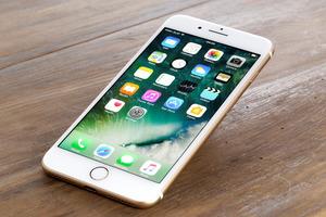 Apple хочет вернуть iPhone металлический корпус