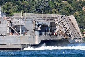 У Чорне море увійшов гігантський десантний корабель ВМФ США