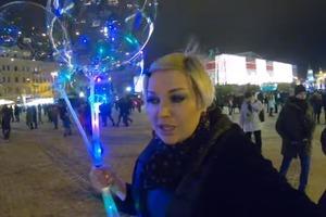 Максакова прогулялась по праздничному Киеву и спела Гуцулку Ксеню в необычном стиле