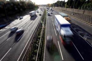 Автомагістралі Британії покриють тунелями, що ловлять вихлопи
