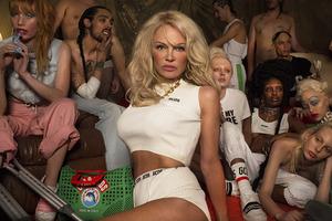 Памела Андерсон снялась в странной рекламе молодежного бренда