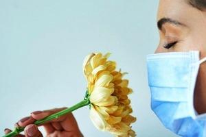 Врачи сообщили, что потеря обоняния при коронавирусе - это хорошо