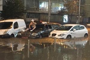 Венеція на шару: злива знову втопила центр Києва