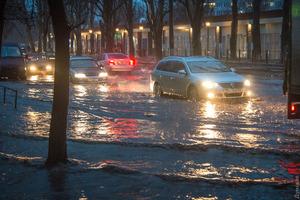 Многочасовой дождь превратил Одессу в Венецию