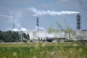 В аптеках кончились маски: в зону выбросов Крымского титана попали 6 сел Херсонщины