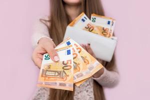 Приметы про деньги в долг: как занимать и отдавать, чтобы деньги прибывали