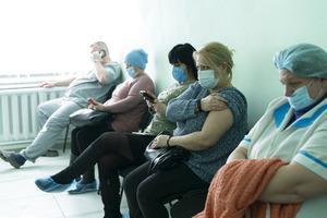 Коронавірусние антирекорди України: за добу виявлено близько 24 тисяч заражених, 614 хворих COVID-19 померли