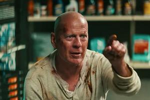 Брюса Уілліса вигнали з аптеки за відказ надіти маску