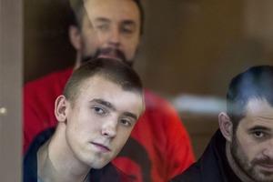 В России оставили под арестом четырех военнопленных моряков