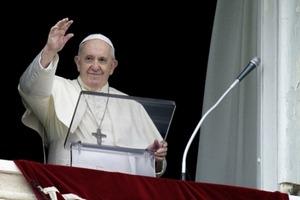 Папа римский запретил священникам благословлять однополые союзы