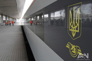 Под Харьковом несколько часов без электричества простоял поезд «Интерсити»