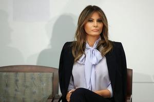 Под мужа косит: В Сети смеются над новой причёской Мелании Трамп