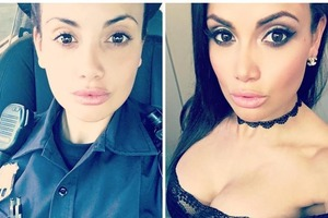 Самая сексуальная полицейская показала роскошную фигуру в купальнике