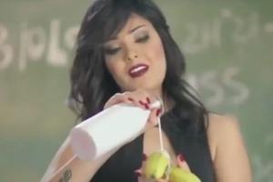 Египетская певица Шима сядет в тюрьму за поедание банана на камеру