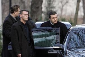 Бывший охранник рассказал, кто на самом деле получил пулю в кортеже Януковича