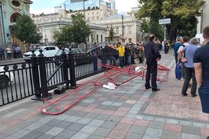 Військові пенсіонери прорвалися до входів до Верховної Ради: вимагають підвищення пенсій і Гройсмана у відставку