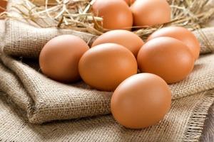 Как правильно выбрать яйца и варить их, чтобы не потрескались