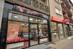 Как украинцы развернули в Польше бизнес на вкусняшках