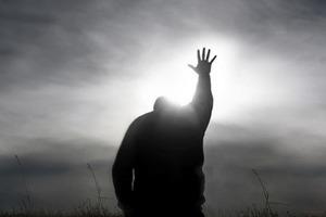 Сумасшедший заваливает суд требованиями вызвать Бога и Деда Пихто