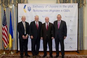 США передадут в Украину 40 медицинских «Хаммеров» – посольство