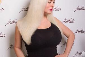 Семенович превратилась в платиновую блондинку. Фото