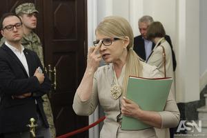 Не хватает плети: Сеть гудит, обсуждая обнаженное бедро Тимошенко