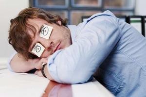 Ученые выяснили, почему синдром хронической усталости похож на простуду