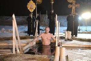 Как Путин топил в себе сатану. Впервые россиянам показали крещенское купание их президента