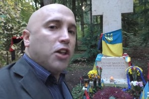 Российский пропагандист Грэм Филлипс надругался над могилой Бандеры в Германии