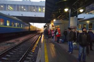 С центрального ж/д вокзала в Киеве из-за угрозы взрыва эвакуируют людей