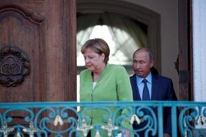 За закрытыми дверями и без переводчиков: Меркель рассказала Путину о миротворцах на Донбассе