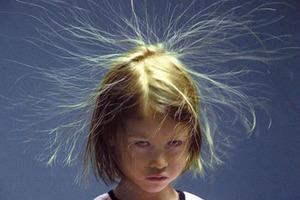 Волосы дыбом! Как статическое электричество влияет на человека