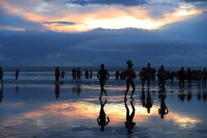 600 нудистов одновременно искупались в ледяном море (18+)