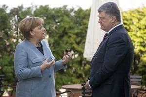 Меркель пересказала Порошенко переговоры с Путиным