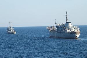 Украина перебрасывает военные корабли в Бердянск через Керченский пролив