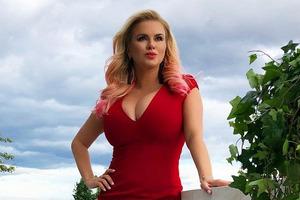 Анна Семенович призналась, что делала операцию на груди из-за жуткой патологии