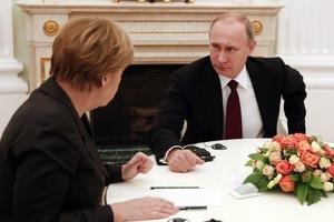 Меркель призвала Путина освободить захваченных украинских моряков