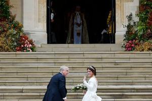 Появились первые фото со скандальной свадьбы внучки королевы Елизаветы II - принцессы Евгении