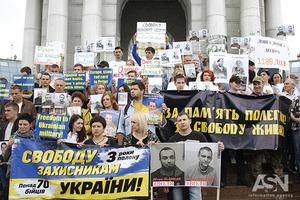 Марш за освобождение из российского плена защитников Украины прошел в Киеве