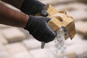 В почте посольства РФ в Аргентине нашли более 400 кг кокаина