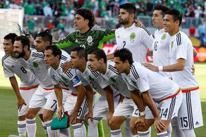 Мексиканские футболисты перед отъездом в Россию устроили оргию