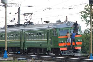 Остались одни угли: школьник погиб, катаясь на поезде (фото)