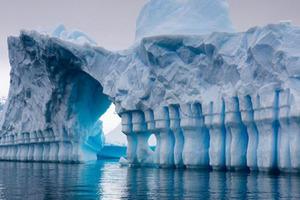 Необычные структуры обнаружили в Антарктиде (видео)
