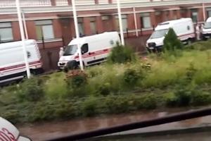 Відео з одеської інфекціонки: черга з швидких, лікарі в повній хімзахисту