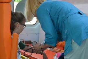 В школе Харькова распылили газ, детей вывозят на скорых