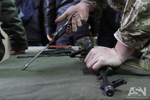 Ходити зі зброєю і вибухівкою в органи влади відтепер заборонено законом